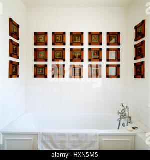 Badezimmer mit griechisch-römischen Bilder. - Stockfoto