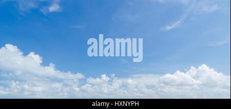 Panorama, blauen Himmel und weiße Wolke Stockfoto