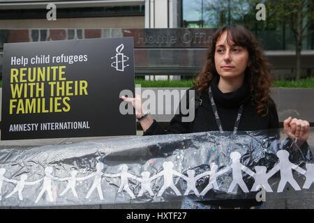 Home-Office. London, UK. 30. März 2017. Amnesty International, die Schüler-Aktion für Flüchtlinge (Stern) und Schauspielerin - Stockfoto