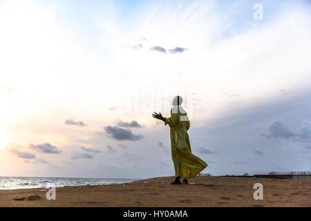 Hier werden irgendwann Mambo Gebete am Strand während der Ebola-Krise aufgegeben. - Stockfoto