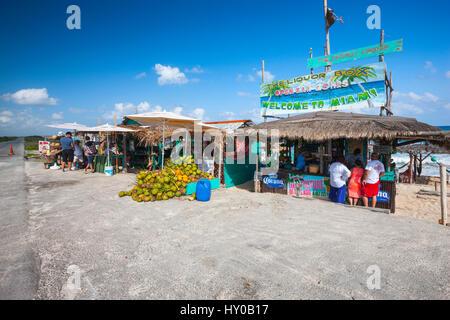 Strandbar auf Cozumel Insel neben der Straße - Stockfoto