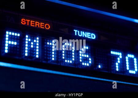 FM-Tuner-Radio-Display. Stereo-digitale Frequenz eingestellten Sender. Horizontale - Stockfoto
