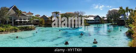 Blick über den See in Disney Springs, Florida - Stockfoto