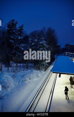 Schweden, Stockholm, sodermanland johanneshov, skarmabrink, Eisenbahn im Winter - Stockfoto