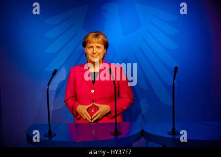 Amsterdam, Niederlande - März 2017: Wachsfigur von Angela Merkel in Madame Tussauds Wachsfigurenkabinett in Amsterdam, - Stockfoto