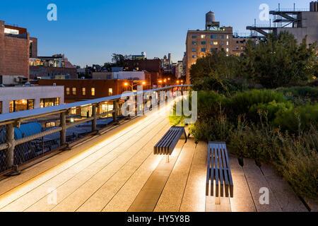 Die Highline bei Dämmerung, West Village, Manhattan, New York City - Stockfoto