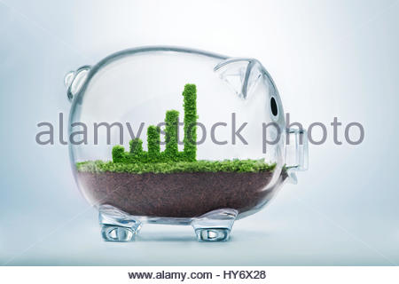 Wachstum Geschäftskonzept mit Rasen wächst in Form eines grafischen Bar innen transparente Sparschwein - Stockfoto