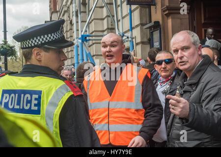London, UK. 1. April 2017. London, UK. 1. April 2017. Demonstrationen und Kundgebungen von Britain First und die - Stockfoto