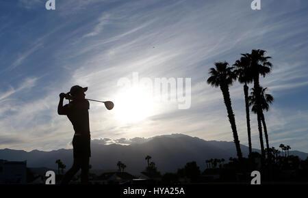 Rancho Mirage, Kalifornien, USA. 2. April 2017. 2. April 2017 Suzann Pettersen aus Norwegen trifft einen Abschlag - Stockfoto
