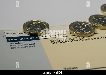 Einkommen und Steuern zahlen für UK Steuererklärung fallenden einige ...