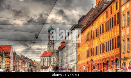 Gebäude auf der Maximilianstraße in Augsburg - Deutschland - Stockfoto