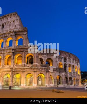 Abends Blick auf Kolosseum in Rom, Italien - Stockfoto