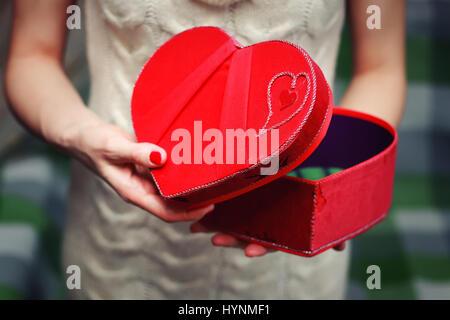 Herz-Hand-Valentinstag-Geschenk-box - Stockfoto
