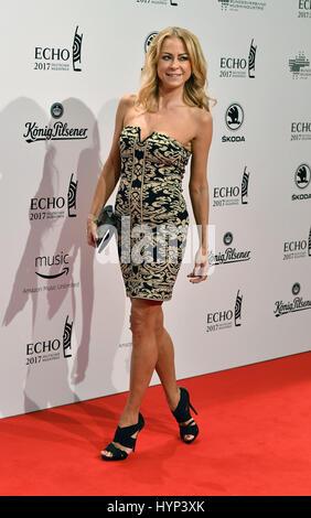 Berlin, Deutschland. 6. April 2017. Schauspielerin Jenny Elvers-Elbertzhagen kommt bei der Verleihung des 26. deutschen - Stockfoto