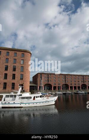 Tagesansicht des Albert Dock im kulturellen Viertel von Liverpool., 11. Juni 2014 in Liverpool, Merseyside, UK - Stockfoto