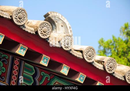 Lotus Blume architektonischen Details auf einem chinesischen Stil Dach am Xiangshan Tempel in Longmen Grotten in - Stockfoto