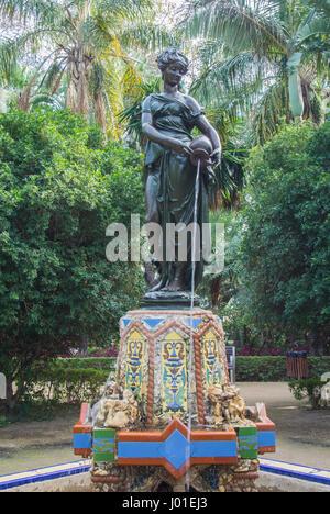 MALAGA, Spanien - 7. Februar 2017: Eine dekorierte Fontain Nimfa del Cantaro-Brunnen an der Park von Malaga (Andalusien, - Stockfoto