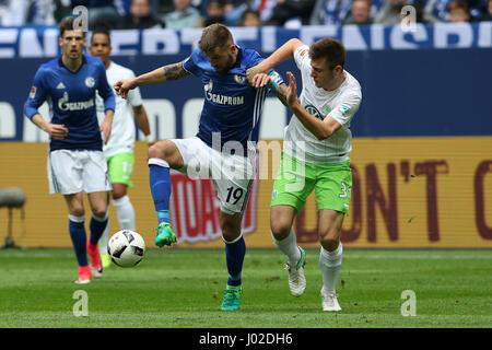 Gelsenkirchen. 8. April 2017. Guido Burgstaller(2nd R) des FC Schalke 04 wetteifert mit Robin Knoche(1st R) des - Stockfoto