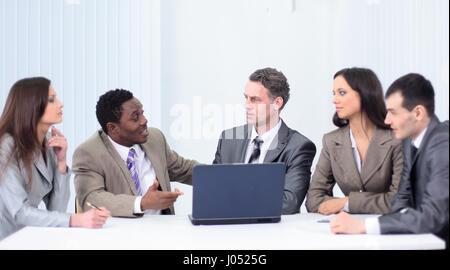 Business und Office Konzept - lächelnd Business-Team arbeitet in - Stockfoto