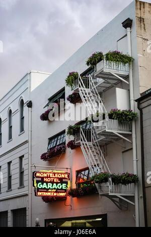 Neon Parkplatz Schild Monteleone Hotels, New Orleans - Stockfoto