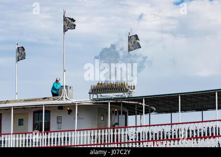 Raddampfer Natchez lockt Kunden für die nächste Mississippi Fluss-Tour in New Orleans mit eine Dampforgel - Stockfoto