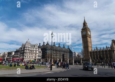 London, UK - 11. April 2017: Denkmal vor den Houses of Parliament, 6 Tote und Verletzte aus dem Terroranschlag in - Stockfoto