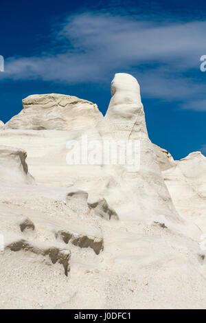 Vulkangestein von Sarakiniko auf Milos Insel in den Kykladen - Stockfoto