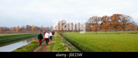 Gruppe von senior Wanderer beim Outdoor-Sport - Stockfoto
