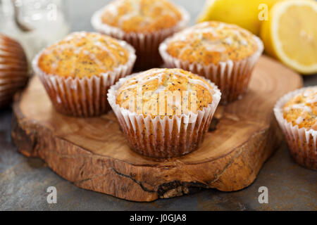 Zitronen-Mohn-muffins - Stockfoto