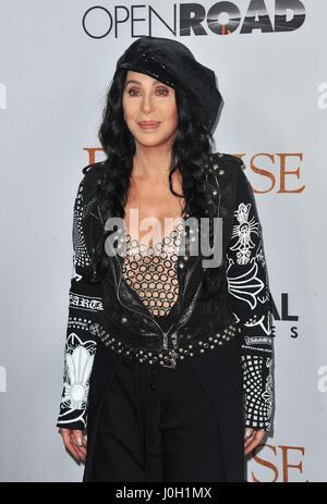 Los Angeles, Kalifornien, USA. 12. April 2017. Cher im Ankunftsbereich für THE PROMISE Premiere, TCL Chinese Theatre, Los Angeles, CA 12. April 2017. Bildnachweis: Dee Cercone/Everett Collection/Alamy Live-Nachrichten
