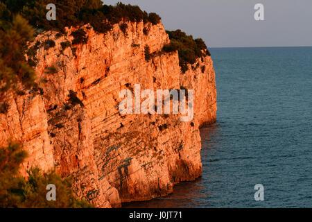 Die Klippen bei Sonnenuntergang im Naturpark Telašćica, Adria, Kroatien - Stockfoto