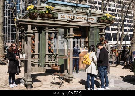 Le Pain Quotidien Kiosk im Bryant Park, New York, USA - Stockfoto