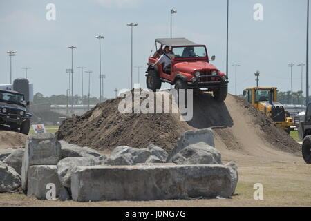 Jeeps auf der Strand-Jeep-Convention in Daytona Florida USA - Stockfoto