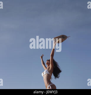 Frau im Bikini frei fühlen - Stockfoto