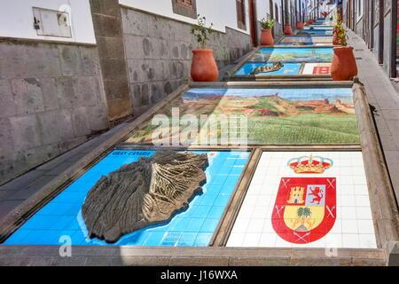 Keramikfliesen, zeigt Teile der Kanarischen Inseln, Firgas, Gran Canaria, Spanien - Stockfoto