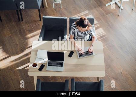blog und computer tastatur internet tagebuch konzept. Black Bedroom Furniture Sets. Home Design Ideas