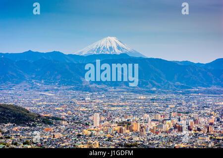 Kofu, Japan Skyline mit Mt. Fuji. - Stockfoto