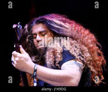 Las Vegas, NV, USA. 21. April 2017. Claudio Sanchez von Coheed und Cambria für 2017 Las Rageous Festival - Fr, Downtown - Stockfoto