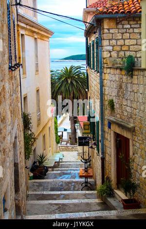 Malerische alte Straße auf Insel Hvar Kroatien - Stockfoto