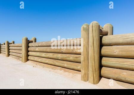 Holz Stangen Niedrige Grenze Zaun Mauer Nahaufnahme Foto Gegen