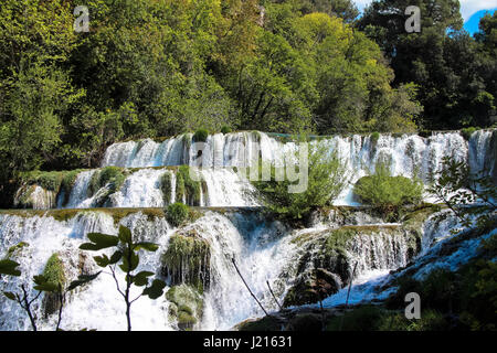 Schöne Wasserfälle im Nationalpark Krka Kroatien - Stockfoto