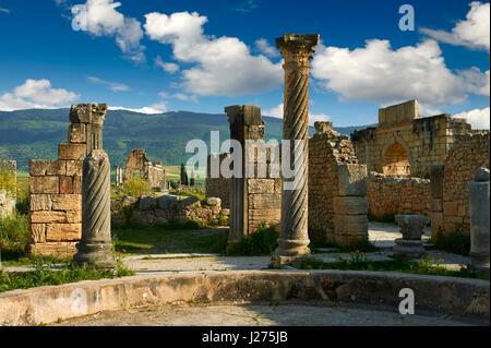 Haupteingang einer Roman-Villa in der Ausgrabungsstätte Volubilis, in der Nähe von Meknès, Marokko - Stockfoto