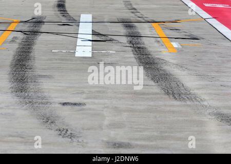 Sotschi, Russland. 28. April 2017. Gelber Pfeil auf Track Kredit: Dpa/Alamy Live-Nachrichten - Stockfoto