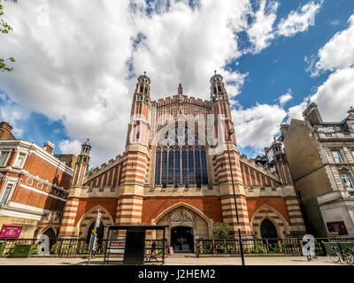 Heilige Dreifaltigkeit Sloane Street (die Kirche der Heiligen und ungeteilten Dreifaltigkeit mit Saint Jude, obere Chelsea, manchmal bekannt als Heilige Dreifaltigkeit Sloane Square