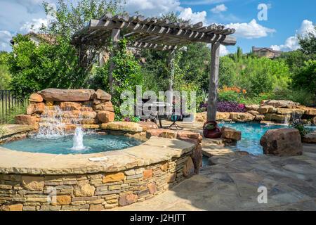 privater pool mit wasserfall und garten austin texas usa pr stockfoto bild 139300249 alamy. Black Bedroom Furniture Sets. Home Design Ideas