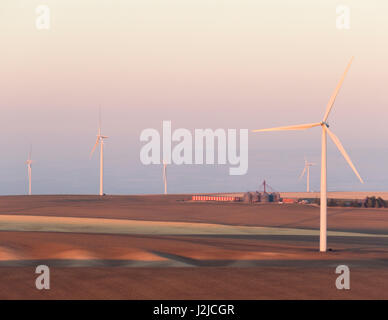 USA, Washington, Walla Walla County. Windmühlen in der südwestlichen Ecke des Countys. Stateline Wind-Projekt. - Stockfoto