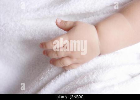 Hand eines schlafenden Babys - Stockfoto