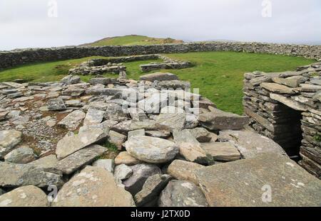 Knockdrum Eisenzeit Steinkastell defensive Außenmauern, in der Nähe von Castletownshend, County Cork, Irland, Republik - Stockfoto