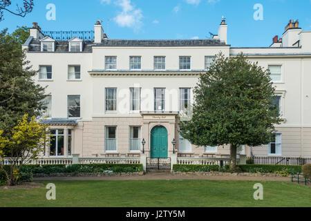 Dane John Gardens Park Chantry Hall Privatwohnungen Canterbury Kent England zuvor die städtischen Ämtern - Stockfoto