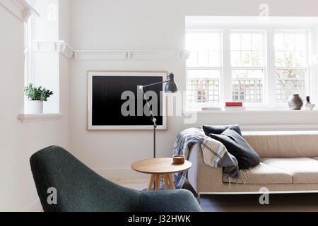 ... Zeitgenössische Scandi Stil Wohnzimmer Im Art Déco Australische Wohnung    Stockfoto